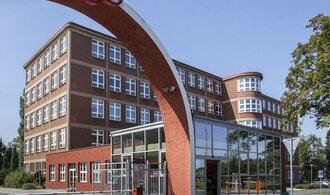 Strnadův Kovosvit prodává administrativní budovu a další haly. Očekává horší časy