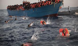 Itálie chce v Bruselu vystavit loď, jež se potopila i s migranty. Má ukázat egoismus východní Evropy