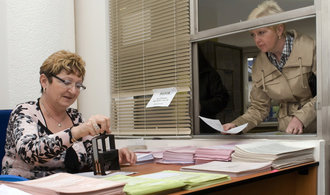 Počty státních zaměstnanců trvale rostou již několik let, pro stát pracuje už 437 tisíc lidí
