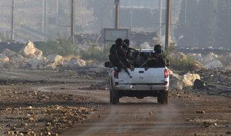 Asadova armáda vyrazila v Halabu do protiútoku, povstalci se snaží prolomit obklíčení