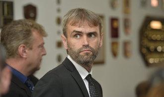 Policie prověřuje exdetektiva Roberta Šlachtu kvůli  možnému vyzrazení informací v knize