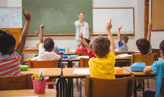 Stát z rozpočtu platí 445 tisíc zaměstnanců, roste především množství učitelů