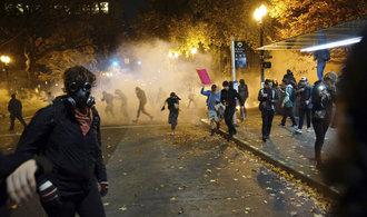 Nechceme Trumpa, křičeli demonstranti s baseballovými pálkami  a vyhrožovali smrtí