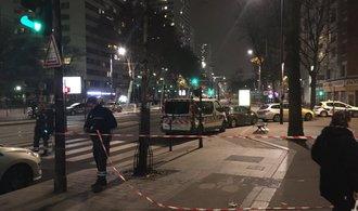 V Paříži došlo k přepadení cestovní kanceláře, nejméně sedm rukojmích