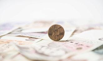 Rozpočtový přebytek se v únoru ztenčil