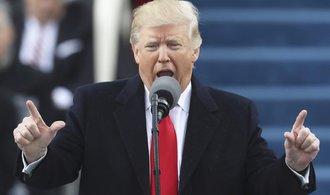 Trump složil přísahu a stal se 45. prezidentem. Maskovaní odpůrci zaútočili na McDonald