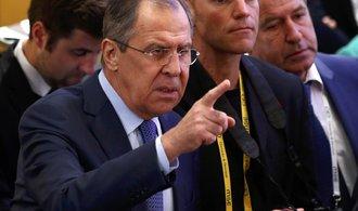 NATO je institucí studené války a zdrojem napětí, řekl Lavrov