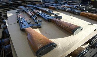 Česko nestihne včas zavést kritizovanou směrnici o zbraních. Hrozí unijní sankce