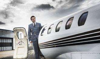 Los ricos compran negocios.  Atrajeron a pasajeros adinerados de clases de negocios ordinarias.