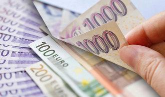 Euro oslabovalo, spekulanti se bojí ekonomického zpomalení