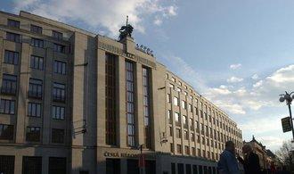 ČNB ukončila intervence. Měna posílila pod 27 korun za euro