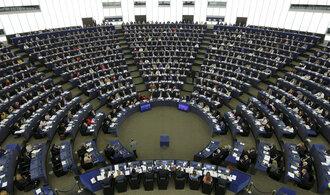Na Trumpa se snesla další kritika, evropští poslanci odsoudili odstoupení od dohody o klimatu