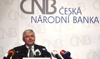Ekonomiku hádky politiků a demise nepoloží, říká šéf ČNB Rusnok