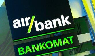 Air Bank loni klesl čistý zisk téměř o polovinu, doplácí na expanzi bankomatů