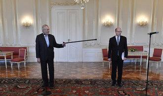 Odejít by měl jen Sobotka, říká prezident. Za premiéra chce Zaorálka nebo Bělobrádka