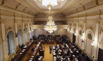 Zákon o registru smluv rozhádal sněmovnu a Senát