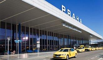 Taxikáři plánují v pondělí další protest. Mluví o blokádě pražského letiště
