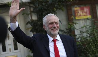 Corbyn čelí skandálu kvůli snímku u údajných hrobů teroristů