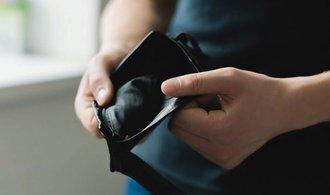 Dlužníci nezvedají telefony. Nepřijmutí hovoru se ale může prodražit