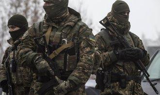 Americká vláda zvažuje možnost dodávat Ukrajině zbraně, riskuje tím prohloubení neshod s Ruskem