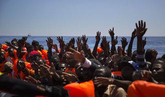 Itálie nezvládá nápor migrantů, pomoc zemi přislíbila Merkelová