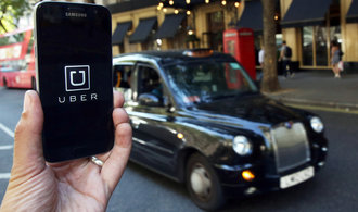 Část Londýňanů bojuje za Uber, sepsali petici. Zákazu však firma čelila i v jiných městech
