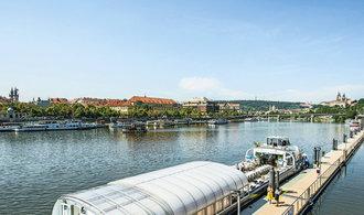 Podnikání na vodě se daří. Po Vltavě v Praze tečou stovky milionů