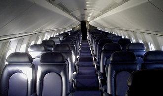 Stovky zrušených letů. Koronavirus drtí aerolinky, turisté své cesty odkládají