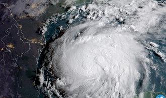 Hurikán Harvey dorazil k Texasu, Trump vyhlásil stav katastrofy