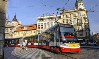 Praha chce nalákat více úředníků, nemuseli by platit za MHD