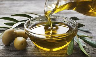 Řekové neumí prorazit se svým olivovým olejem. Většina se přimíchává k těm italským
