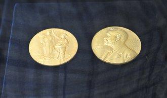 Laureáti si ve Stockholmu a Oslu přebrali Nobelovy ceny