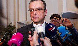 Škodí Česku politická nedůvěra?