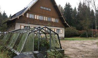 U českých hranic chátrá rekreační areál špiček NDR. Podívejte se, kde odpočíval Erich Honecker