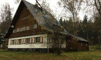 U českých hranic chátrá rekreační areál špiček NDR. Podívejte se, kde relaxoval Erich Honecker