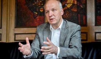 Jen připustit debatu o czexitu je lehkovážný hazard, říká Fischer. Ostatní kandidáti souhlasí