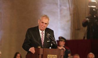Prezident Zeman předal státní vyznamenání. Ocenil ekonoma Zeleného či režiséra Trošku