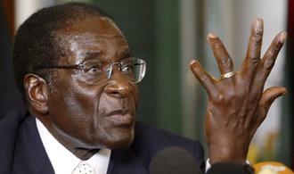 Zemřel Robert Mugabe. Zimbabweskému autoritáři bylo 95 let