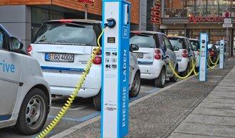 Prodeje elektromobilů dál prudce porostou, odhadují analytici. Čekají evropskou protiofenzivu