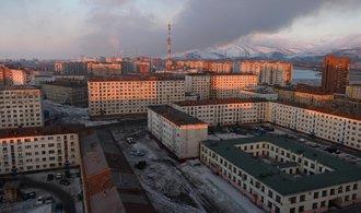 Industriální deprese uprostřed polární pustiny. Podívejte se, jak vypadá turistům zapovězený Norilsk