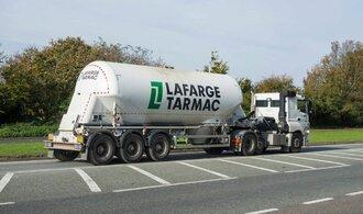 Francie viní tři manažery cementárského gigantu Lafarge z financování teroristů