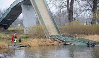 Pád lávky v Troji má odnést šéf mostařů Technické správy komunikací
