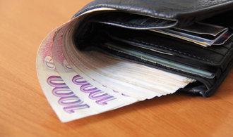 Hranice bohatství pro Čechy začíná na deseti milionech