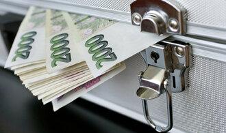 Banky a převody: víme, které se neloudají a posílají platby ještě v době oběda