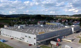 Továrna v Brandýse vyrábí autodíly pro známé značky. Nahlédněte do jejího provozu