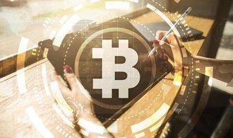 Kurz bitcoinu brutálně klesl, analytik přesto věští jeho raketový růst