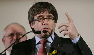Puigdemont je připraven jednat s Rajoyem. Kdekoli kromě Španělska