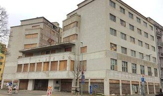 Italům v Česku chátrají desítky domů a zámků