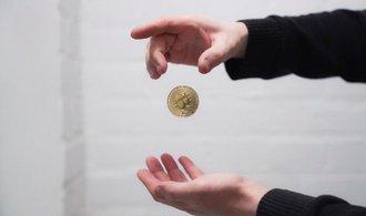 Kurz bitcoinu zaznamenal jeden z největších propadů za poslední roky