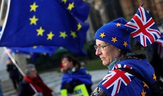 Londýn je odhodlán setrvat v celní unii s EU i po roce 2021, tvrdí Daily Telegraph